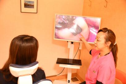 歯科用顕微鏡を用いたマイクロハイジニストのブラッシング指導
